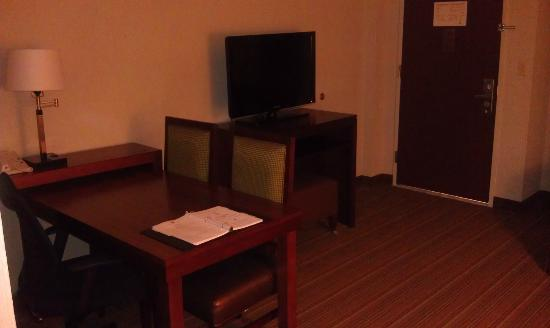 Embassy Suites by Hilton Parsippany: Living room
