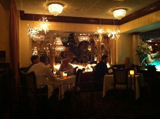 Salvatore's Italian Gardens : small dinning area inside Salvatore's HUGE restaurant
