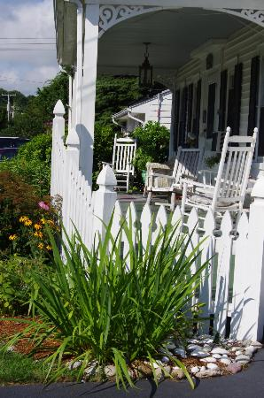White Swan Bed and Breakfast: Cute porch