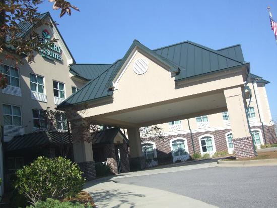 Comfort Inn & Suites: The entrance to the Country Inn & Suites