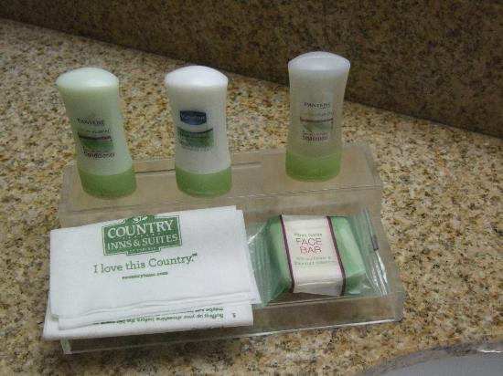 Comfort Inn & Suites: Nicer than usual complimentary toiletries; front desk can help with toothpaste, other necessitie