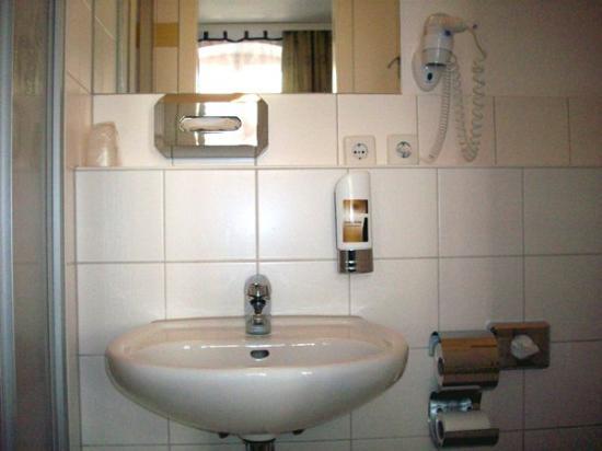 Amelie Messe ICC: Bathroom