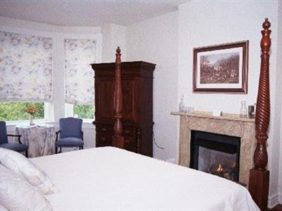 Freemason Inn Bed & Breakfast: Guest Room -OpenTravel Alliance - Guest Room-