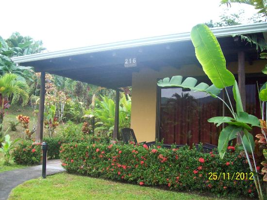 Arenal Manoa Hotel: Vista de habitación cabina desde afuera