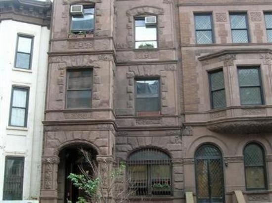 Brownstone Bed and No Breakfast: Exterior Front