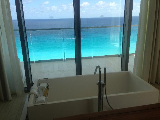 Secrets The Vine Cancún: Tub View