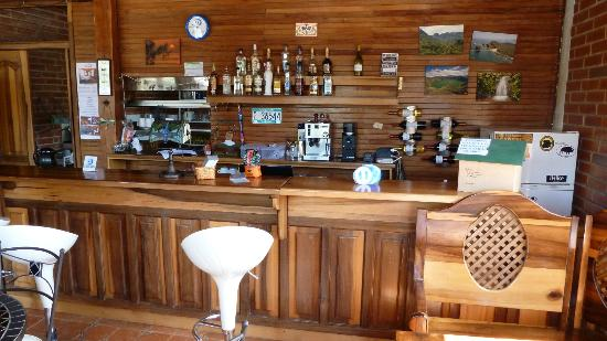 Dragonfly Inn B&B: Front desk/bar/snack bar