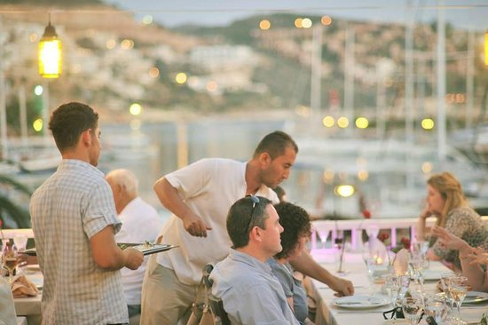 Kappari Restaurant: Terrace Restaurant | Sandal