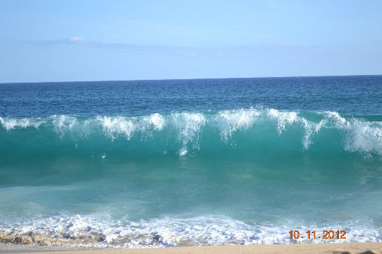 Sheraton Grand Los Cabos Hacienda del Mar: waves ...swim at your own risk!!!