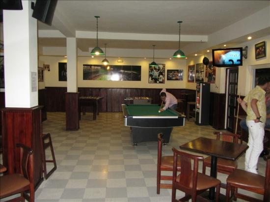 Grand Palladium Punta Cana Resort & Spa: Sports bar