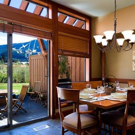 Montebello : Dining Area