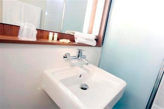 Campanile Dreux : Bathroom