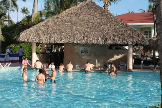 Grand Palladium Punta Cana Resort & Spa: Swim up bar