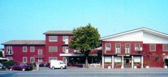 Hotel Ristorante Due Ragni: Esterno