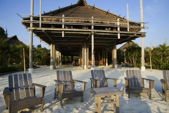 Nikoi Island: Sunset lounge bar