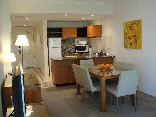 Wyndham Vacation Resort & Spa Dunsborough: Kitchen / Dining / Lounge - 2 bed apartment