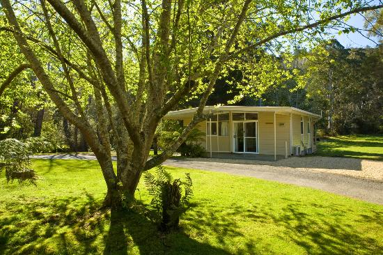 Russell Falls Holiday Cottages: on the banks of the tyenna river