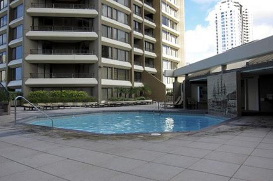 Discovery Bay Condominiums: Pool