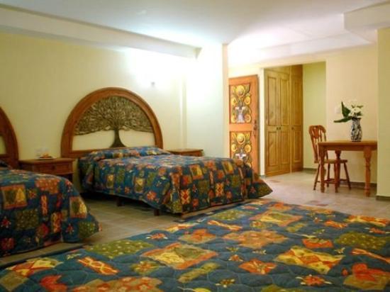 Los Arcos Hotel and Spa: Triple Room