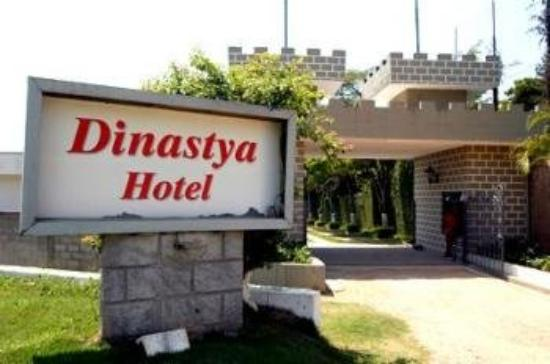 Dinastya Hotel: Exterior