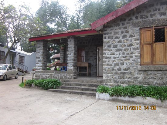TTDC Hotel Tamilnadu Kodaikanal : The varendah of the B2 cottage. Offers a good view of the hills lying ahead.