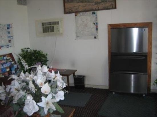 Caravan Inn: Lobby