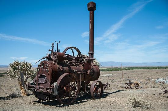 Tankwa Karoo National Park: Old steam tractor