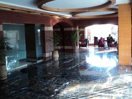 Hotel One Faisalabad: Lobby