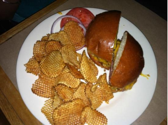 The Old Bull Tavern: Cheeseburger and Chips