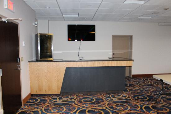 Stars Inn and Suites: lounge to open soon