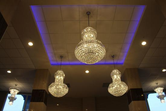 Stars Inn and Suites: chandeliers