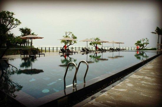 ذي أوشن فيلاز: Public swimming pool 