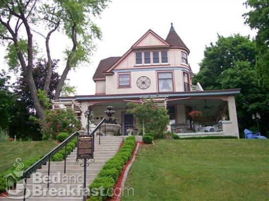 Isadora's Bed and Breakfast: West Bend Isadorasbedandbreakfast