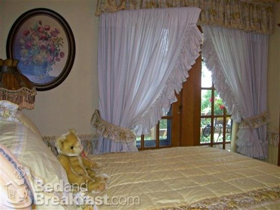 Isadora's Bed and Breakfast: West Bend Wisconsin Isadorasbedandbreakfast