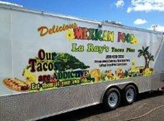 La Ray's Tacos Plus: La Ray's Taco Truck 11-28-12 (street side view)