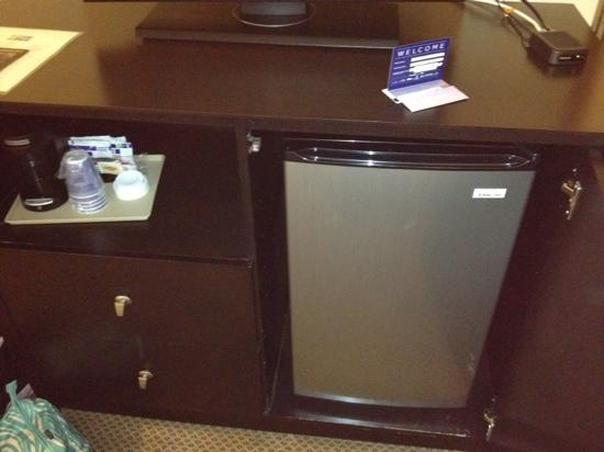 Holiday Inn Express Absecon - Atlantic City Area: fridge and coffee maker in room