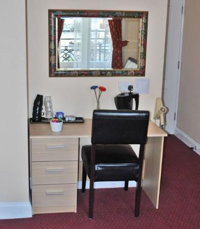 Lord Kensington Hotel: Work Desk Guest Room