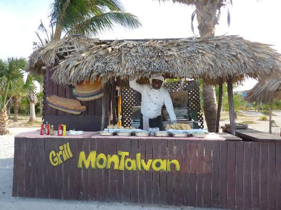 Memories Varadero Beach Resort: B-B-Q at the beach