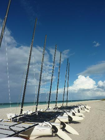 Memories Varadero Beach Resort: Long whitesand beaches