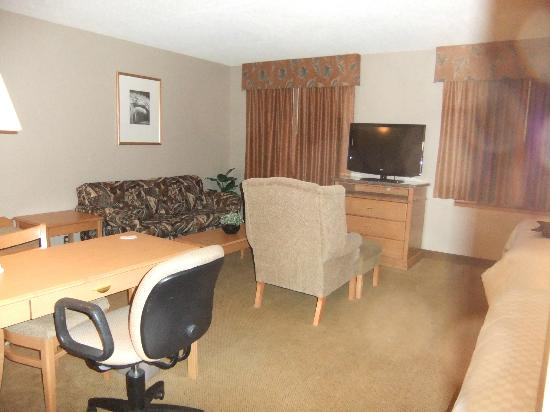 Humphry Inn & Suites: Spacious & comfy