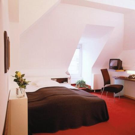 Lühmann's Hotel am Rathaus: Guest Room