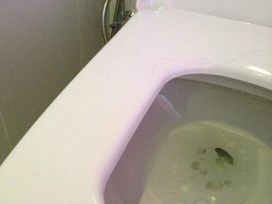 Citrus Sukhumvit 13 by Compass Hospitality: Urine et cheveux sur les WC à notre arrivée