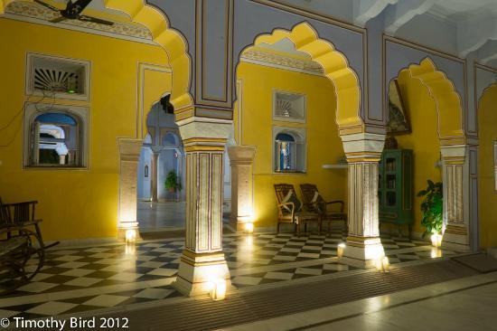ดิกกี้เพลส: Main building at night, Diggi Palace, Jaipur.