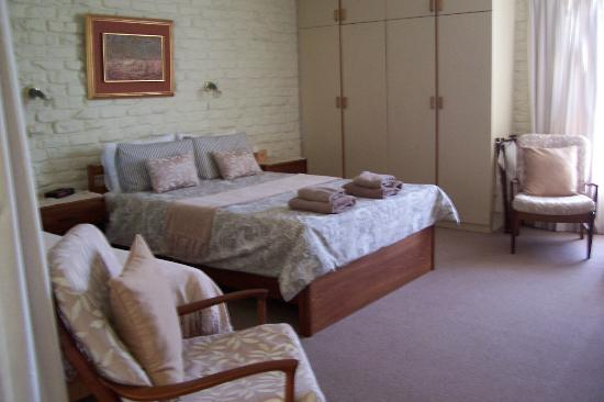 Pine Tree Cottage B & B: Bedroom comfortable and spacious