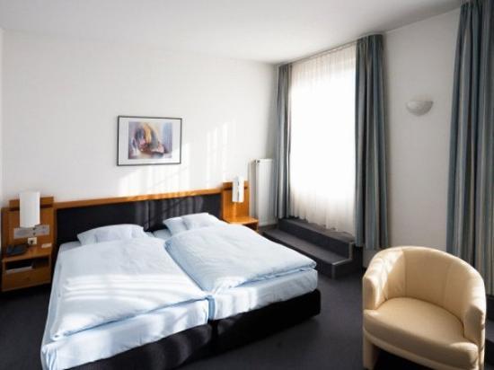 Hotel Schwert : Guest Room