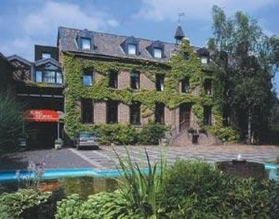 Hotel Burg Wegberg: Exterior View