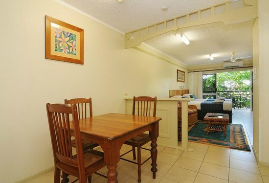Cairns Queenslander Hotel and Apartments: Standard Suite (Hibiscus)