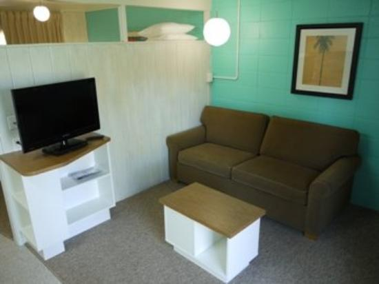 Holiday Beach Resort Motel: Gdssittingroom