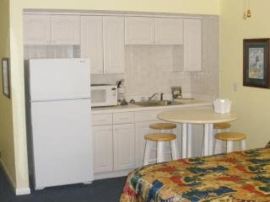 Barefoot Bay Resort and Marina: Guest Room