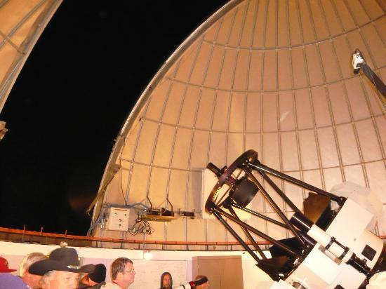 Mt. Lemmon SkyCenter Observatory: The dome roof rotates and the telescope pivots to the next view
